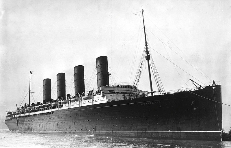 800px-RMS_Lusitania_coming_into_port,_possibly_in_New_York,_1907-13-crop